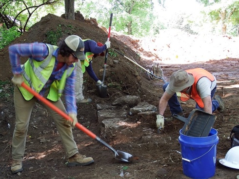 Dr McKee and crew working northeast corner of Franklin Cotton Gin site_May 15 2015